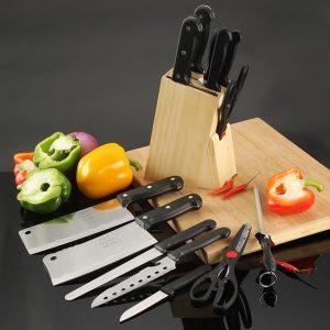 Bộ sản phẩm được thiết kế hiện đại với công dụng đa năng, giúp công việc nhà bếp của bạn dễ dàng hơn