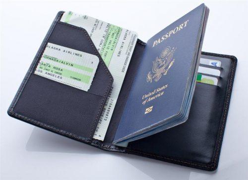 Giấy tờ tùy thân và tiền khi đi du lịch