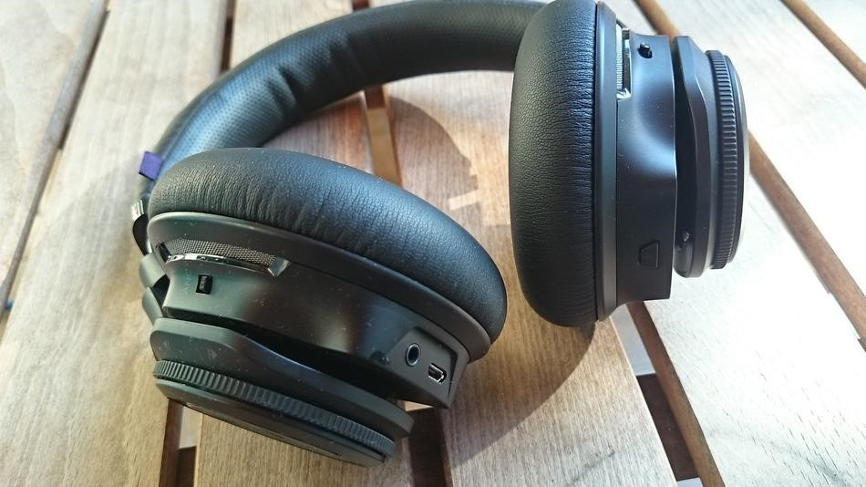 Tai nghe pantronic BackBeat pro Wireless