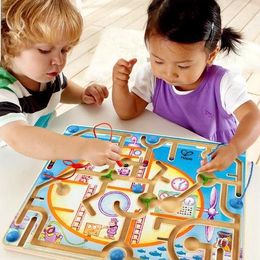 Đồ chơi giáo dục giúp bé phát triển khả năng tư duy
