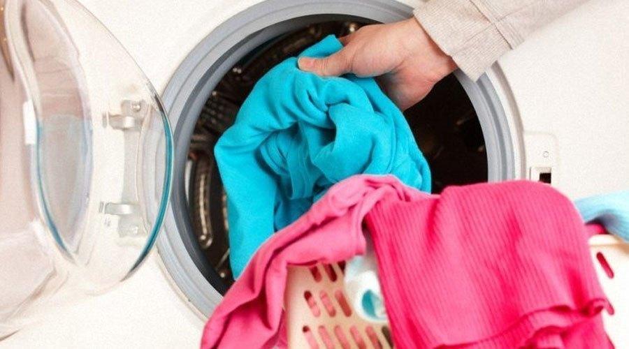 Quần áo ướt nước sau khi giặt