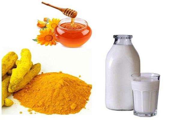 Bí quyết trị mụn bằng bột nghệ và sữa tươi cực hiệu quả