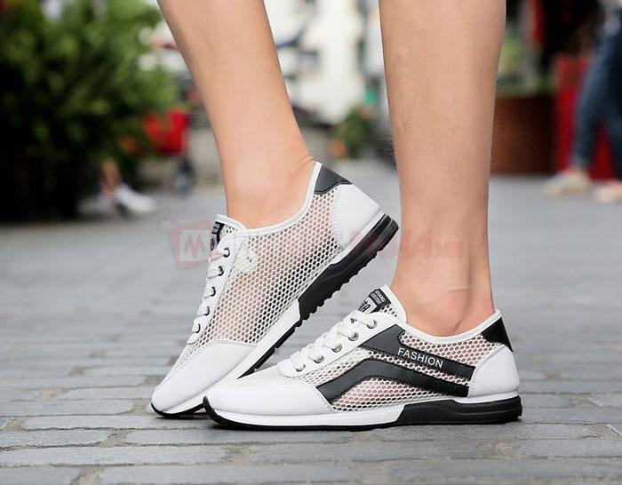 Chọn giày thể thao tập gym cần có bề mặt đế chắc chắn.