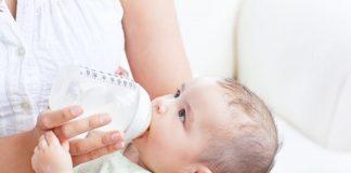 Nguyên nhân và cách khắc phục sữa mẹ rã đông có mùi tanh