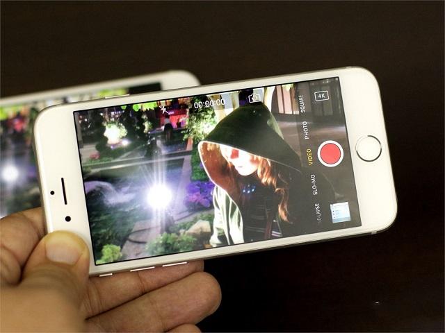 camera sau iPhone bị mờ do đâu?